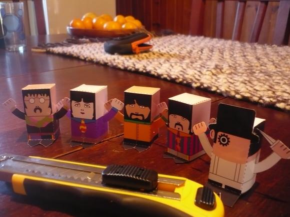 Toys beatles versión yellow submarine + toy naranja mecánica